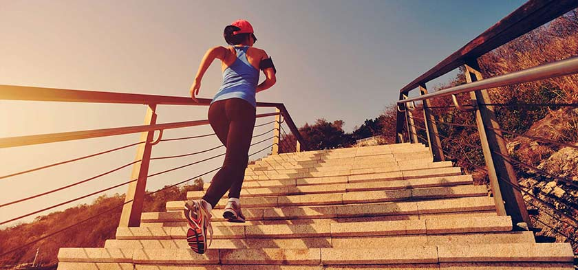 correr a subir escadas